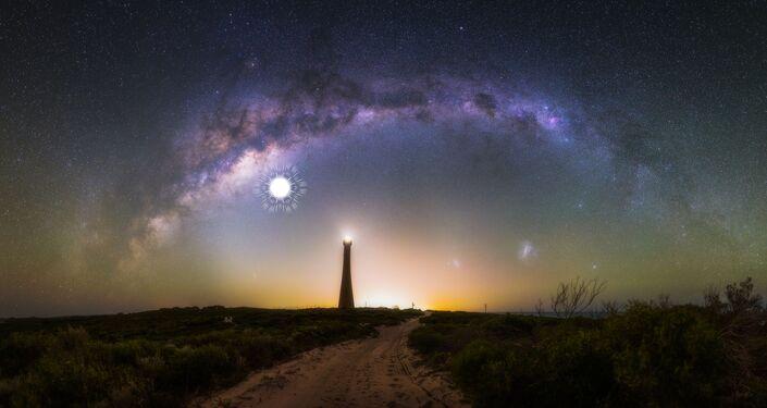 Mléčná draha na pozadí majáku Guilderton v Západní Austrálii