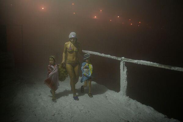 Členové zimního plaveckého klubu Umka po koupání v ruském Norilsku, 2013 - Sputnik Česká republika