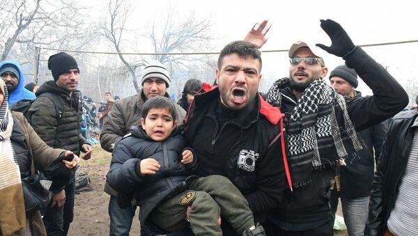 Přechod Pazarkule na turecko-řecké hranici - Sputnik Česká republika