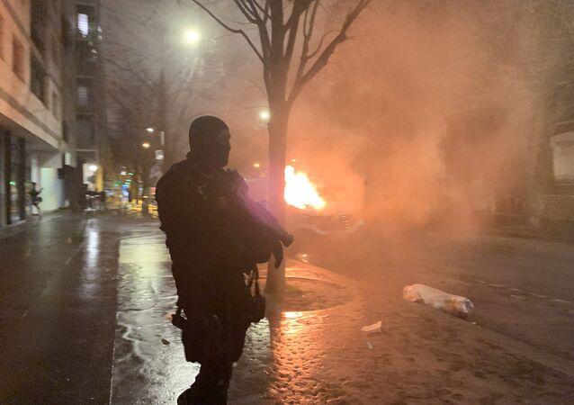Lyonské nádraží na jihovýchodě Paříže bylo evakuováno kvůli nepokojům