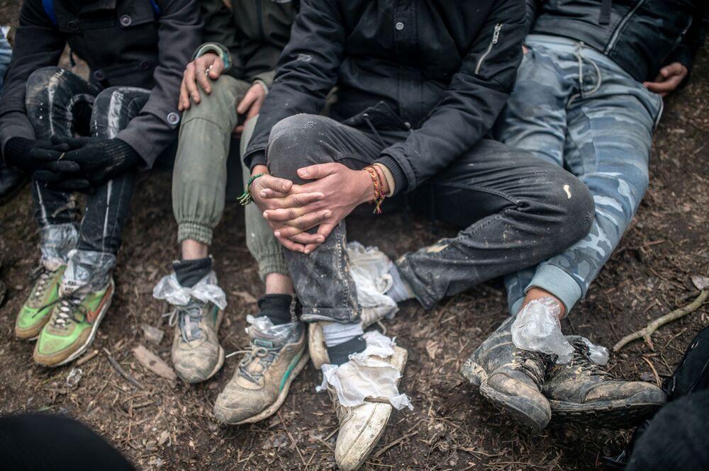 Migranti čekají na hranici mezi Tureckem a Řeckem.