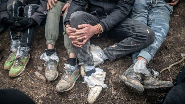 Migranti čekají na hranici mezi Tureckem a Řeckem - Sputnik Česká republika