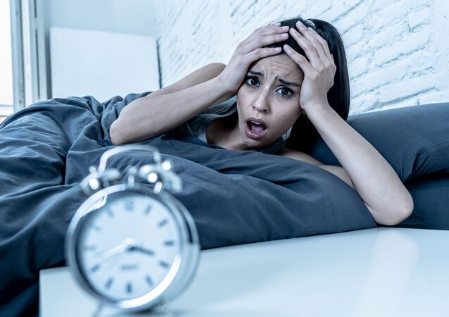 Dívka trpí nespavostí. Ilustrační foto