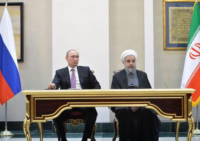Prezident Ruska Vladimir Putin a prezident Íránu Hasan Rúhání