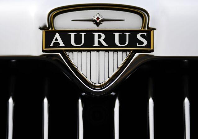 Logo kabrioletu Aurus Senat