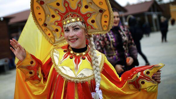Účastnice oslav Maslenice ve vesnici Moldavanskoje v Krasnodarském kraji. - Sputnik Česká republika