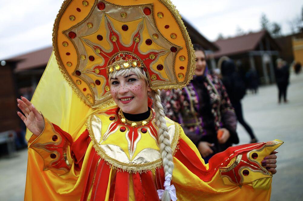 Účastnice oslav Maslenice ve vesnici Moldavanskoje v Krasnodarském kraji.
