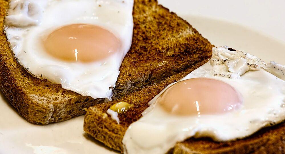Míchaná vejce na toastu