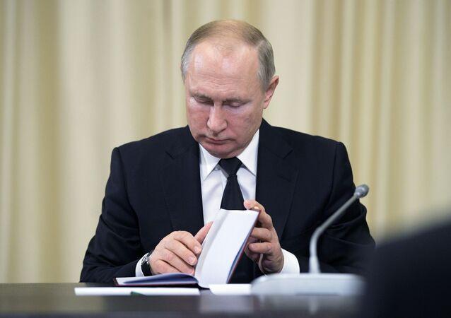 Vladimir Putin při jednání se soudci Ústavního soudu RF