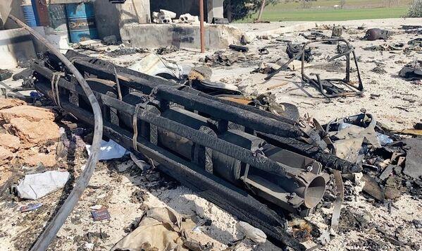 Místo v oblasti města Sarakíb, kde turecké ozbrojené síly zničily nákladní automobil převážející munici. - Sputnik Česká republika