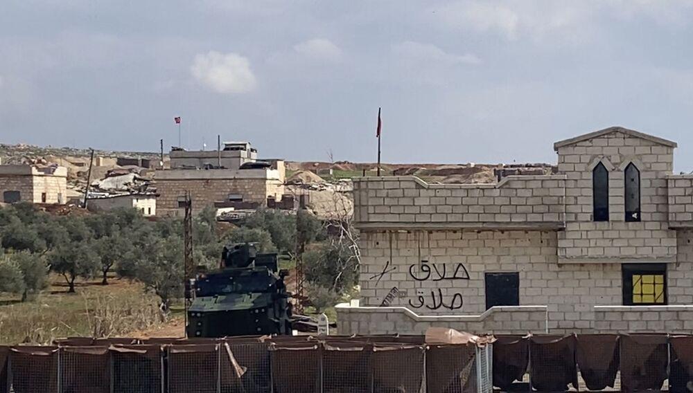Turecké kontrolní stanoviště na dálnici M5 spojující Damašek a Aleppo v provincii Idlib.