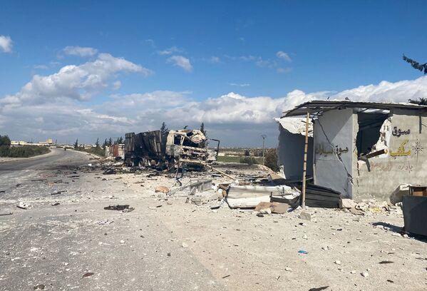 Zničená vojenská technika syrské armády v oblasti města Sarakíb v provincii Idlib. - Sputnik Česká republika