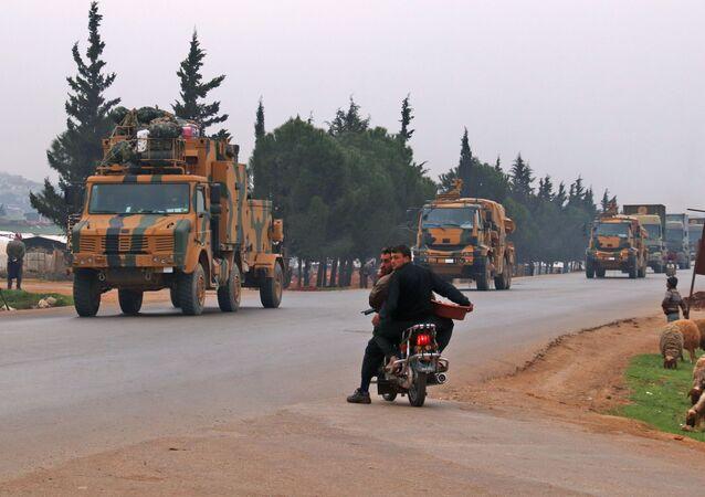 Turecký konvoj v provincii Idlib