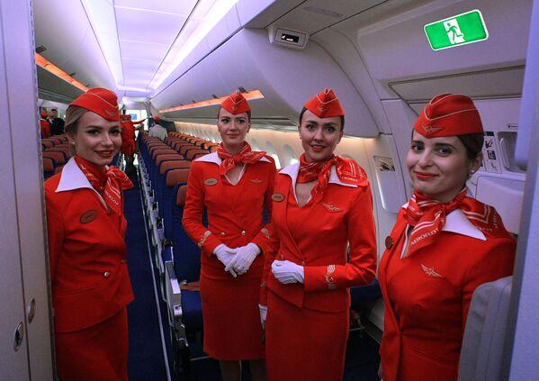 Kabina pro cestující nového stroje Aeroflotu má 28 míst obchodní třídy, 24 míst prémiové ekonomické třídy a 264 míst ekonomické třídy.  - Sputnik Česká republika