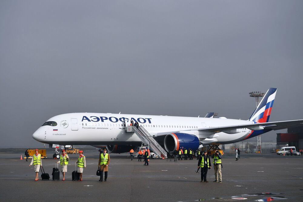 Airbus A350 má také jedinečný osvětlovací systém, který může měnit barvy v závislosti na fázi letu.
