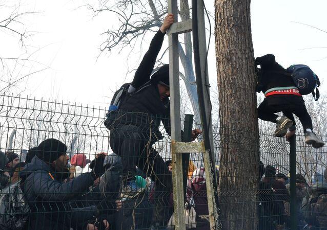 Syrští uprchlíci na hranicích Turecka a Řecka