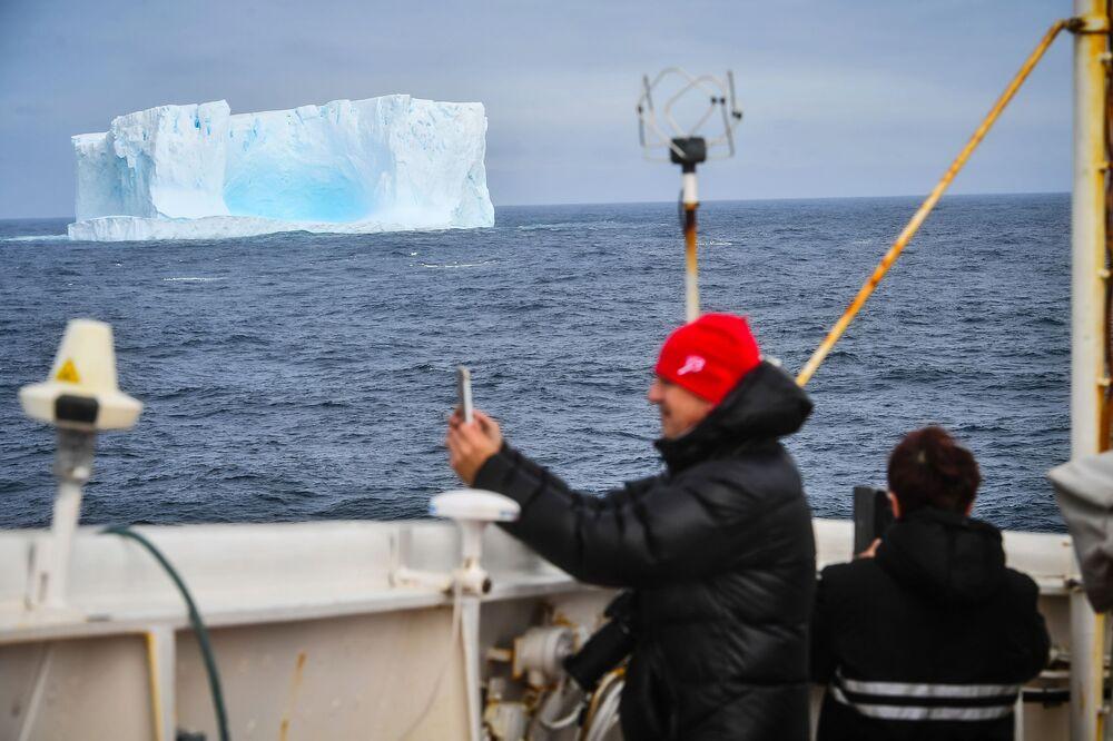 Ledovec poblíž ostrova Adelaide na Antarktidě