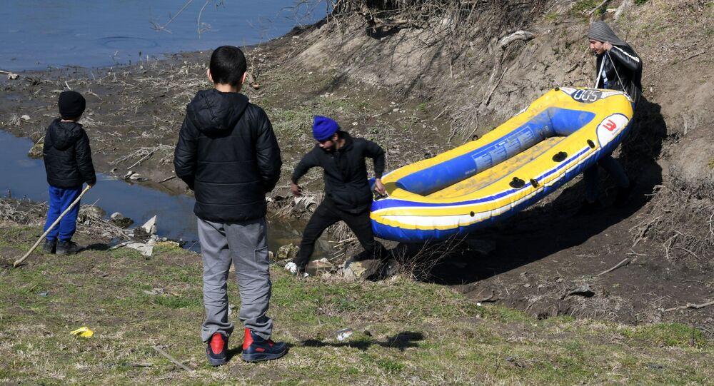Syrští uprchlíci na hranici Turecka s Řeckem