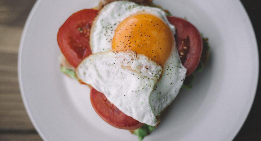 Smažené vejce a zelenina