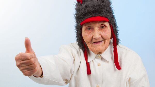 Babička v legrační čepičce - Sputnik Česká republika