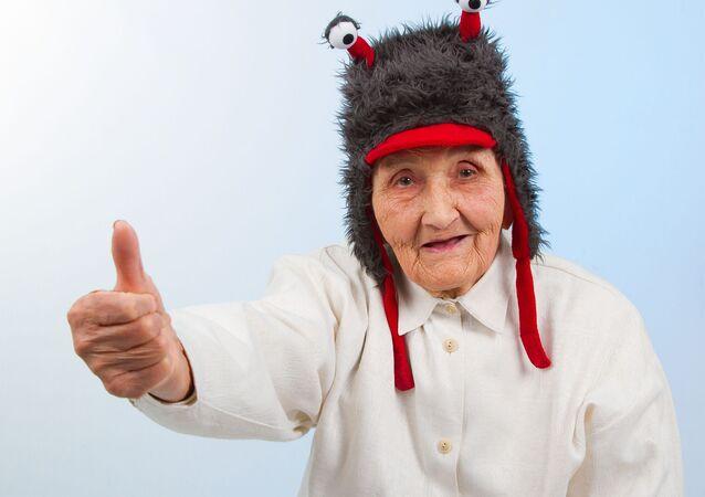 Babička v legrační čepičce