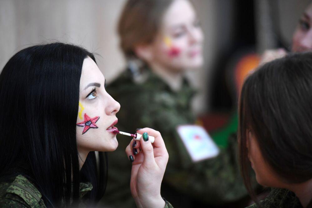 Účastnice soutěže krásy vojaček Raketových vojsk strategického určení v Rusku