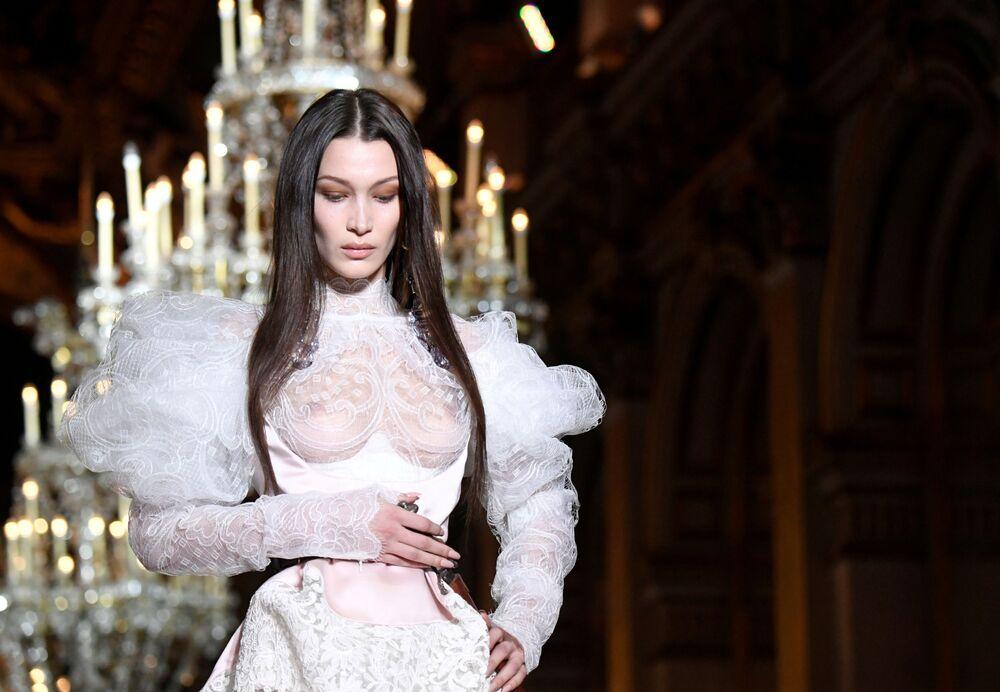 Modelka Bella Hadid v Paříži