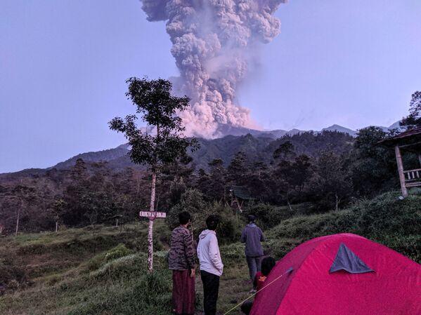 Erupce sopky v Indonésii - Sputnik Česká republika