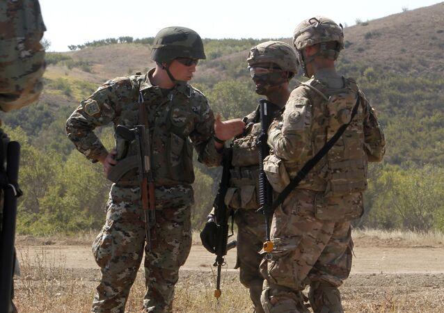 Američtí a makedonští vojáci na společném cvičení v Makedonii (archivní foto)
