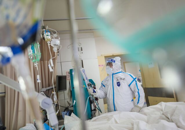 Zdravotnický pracovník v nemocnici v Číně