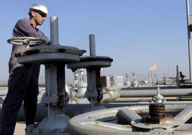 Těžba ropy v Iráku. Ilustrační foto