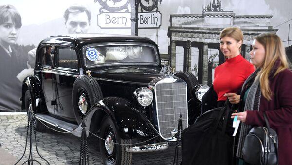 Věčné symboly své epochy. Záběry největší expozice retro aut v Rusku - Sputnik Česká republika