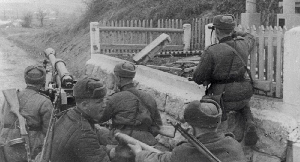 Vojáci svádějí boj v okolí řeky Oravy.