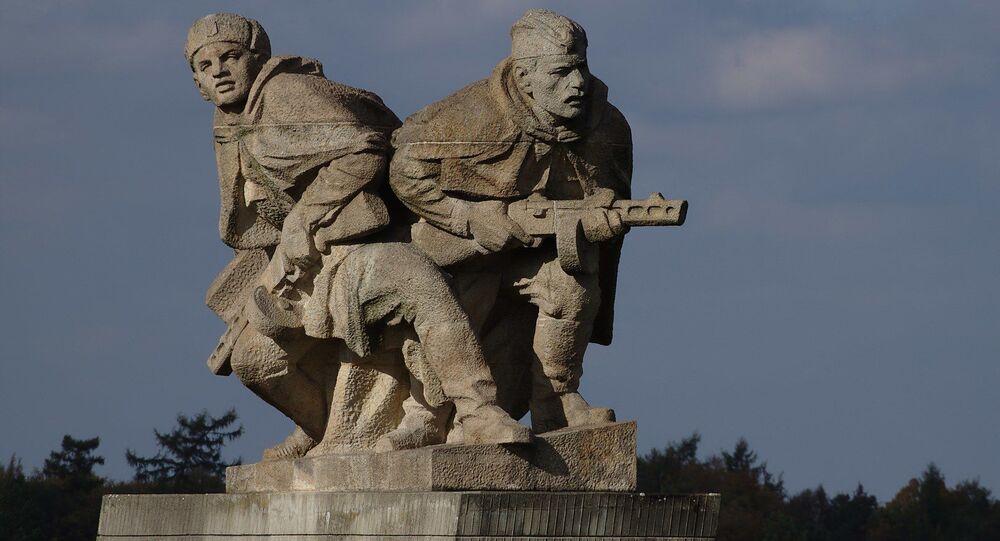 Památník v obci Hrabyně