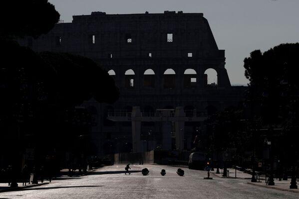 Vylidněné Koloseum v Římě - Sputnik Česká republika
