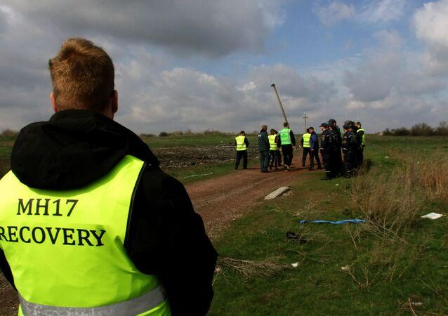 Experti z Nizozemska a Malajsie v místě havárie Boeingu-777 v Doněcké oblasti