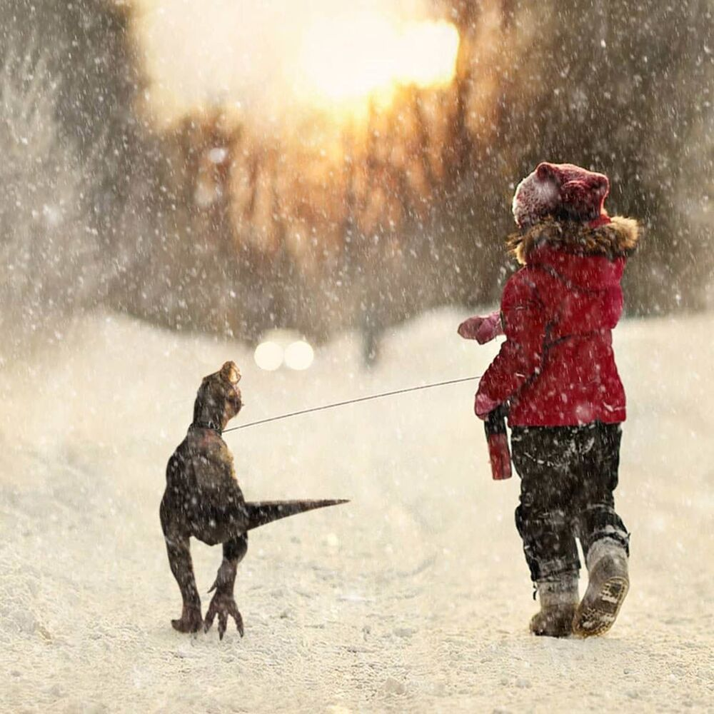 Umělecké pojetí fotografie Vadima Solovjeva: Holčička s malým dinosaurem
