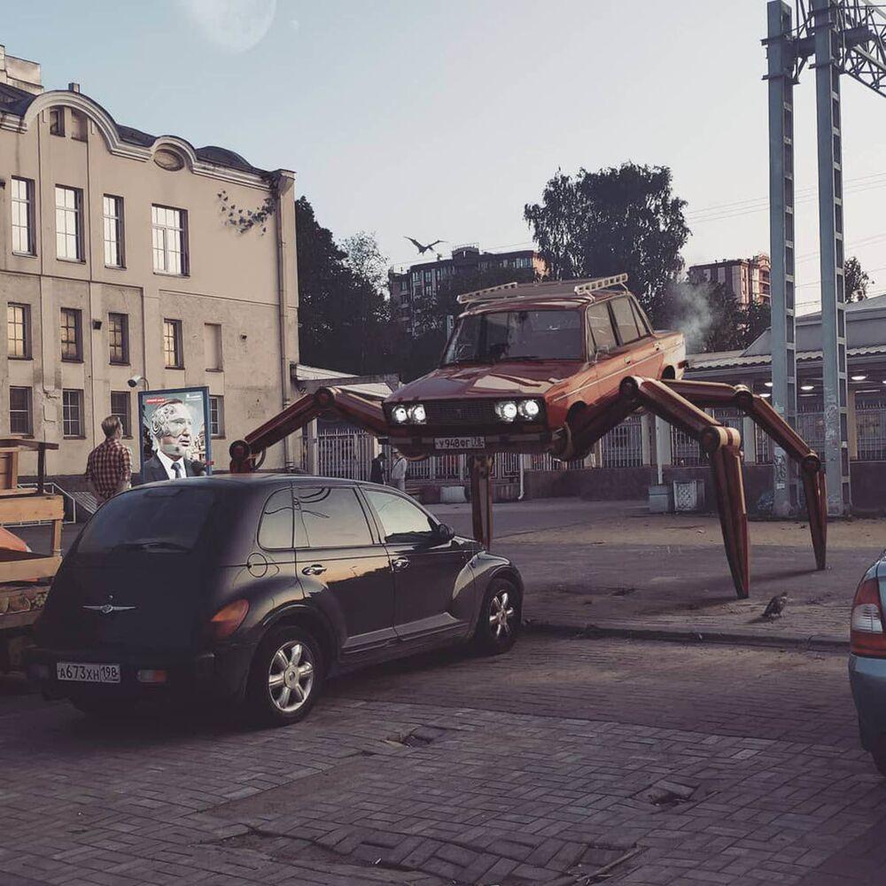 Umělecké pojetí fotografie Vadima Solovjeva: Auto na pavoučích nohách