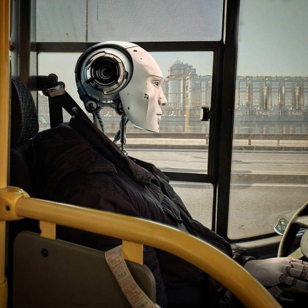 Umělecké pojetí fotografie Vadima Solovjeva: Robot jako řidič autobusu