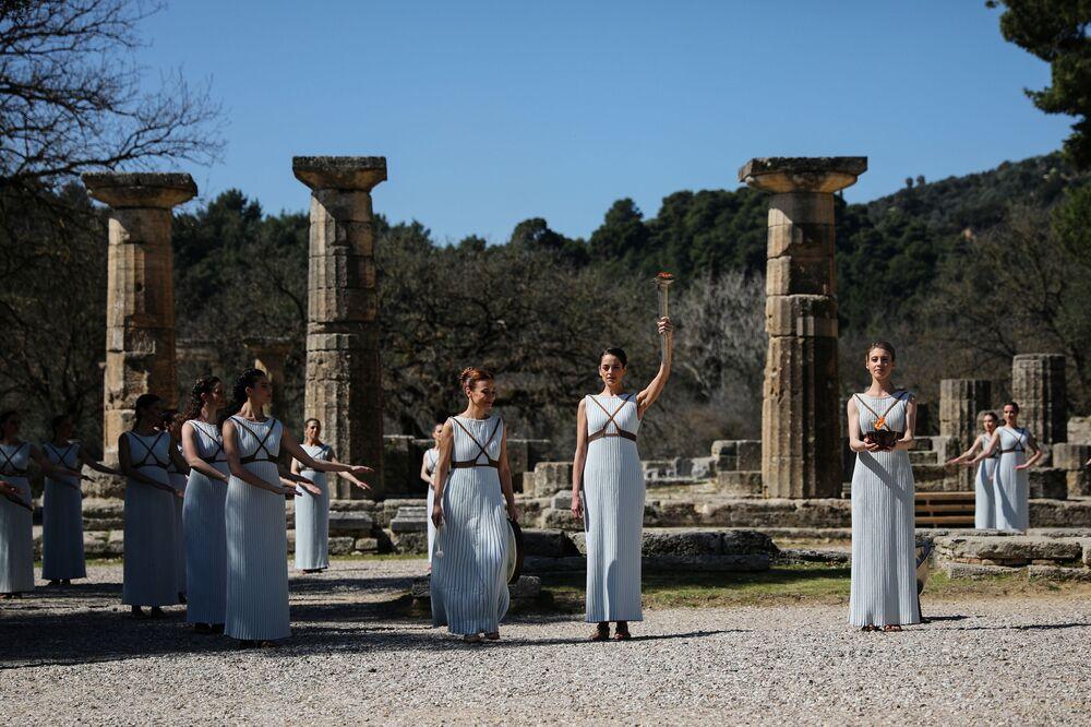 Ceremoniál zapálení olympijského ohně v Řecku. Dorazí ale do Tokia?