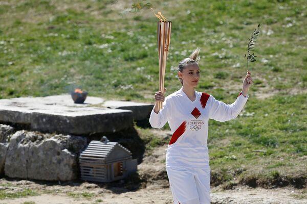 Ceremoniál zapálení olympijského ohně v Řecku. Dorazí ale do Tokia? - Sputnik Česká republika