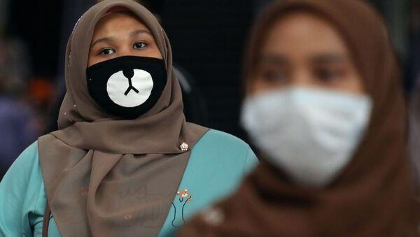 Maskovaný cestující v Malajsii - Sputnik Česká republika