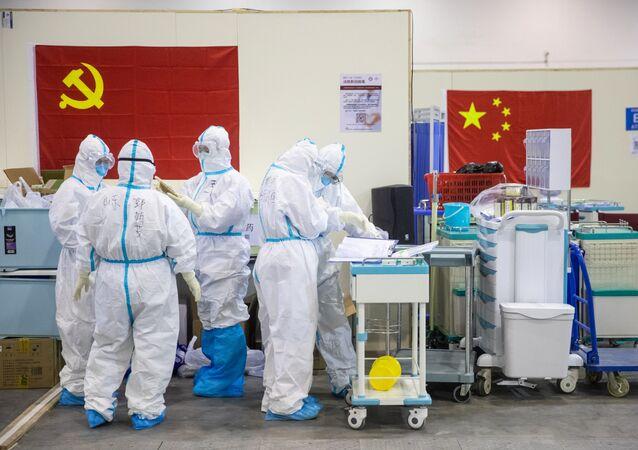 Čínští lékaři ve Wu-chanu