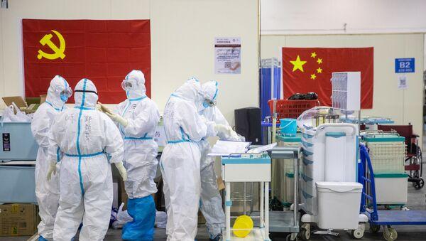 Čínští lékaři ve Wu-chanu - Sputnik Česká republika