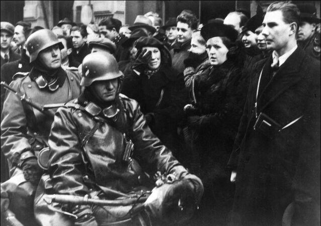 Německé motocyklové jednotky v Praze na začátku německé invaze do Československa