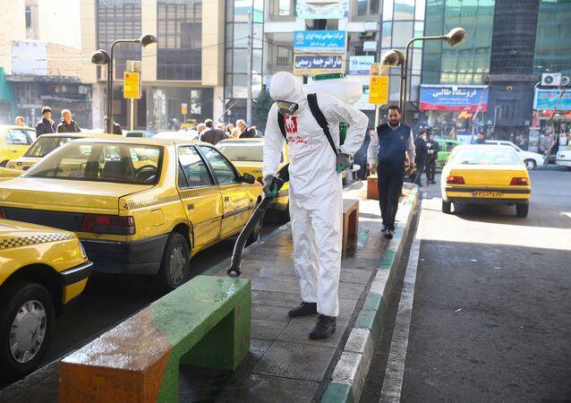 Dezinfekce ulic Teheránu