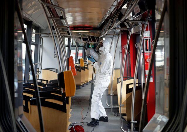 Hygienický úklid v pražské tramvaji
