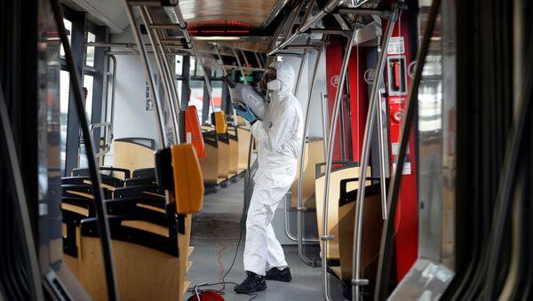 Hygienický úklid v pražské tramvaji - Sputnik Česká republika