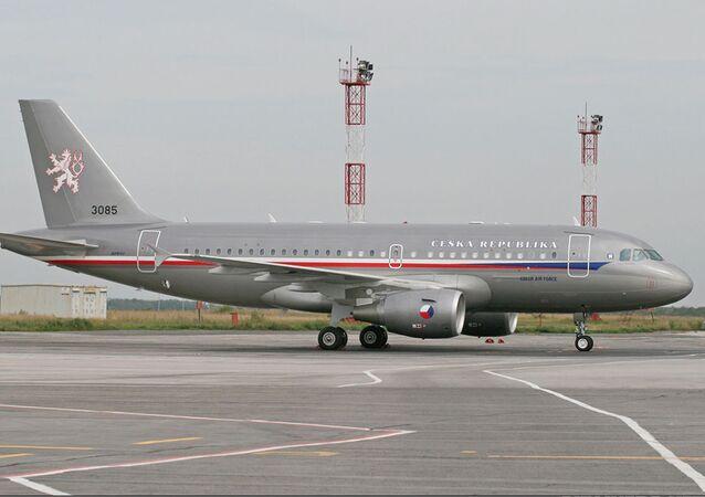 Armádní letoun Airbus A-319 na letišti Praha-Kbely. Ilustrační foto