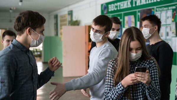 Gymnázium v Omsku během koronavirové epidemie - Sputnik Česká republika